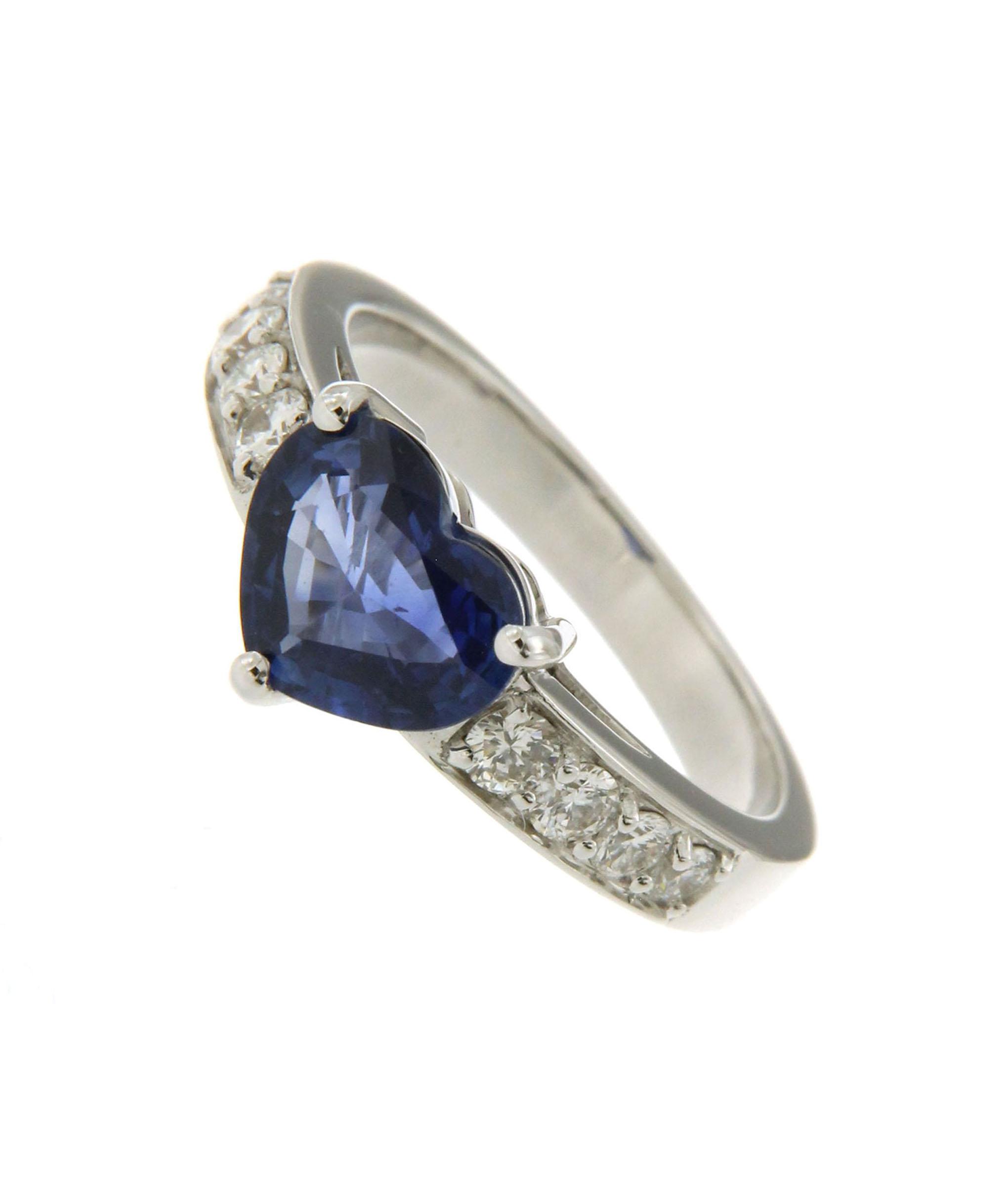 design di qualità c08c7 6cc06 Anello con zaffiro e diamanti